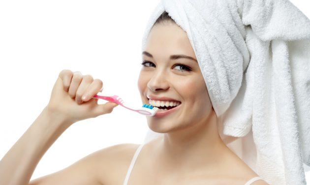 При регулярном уходе за полостью рта отбеливающая зубная паста не понадобится