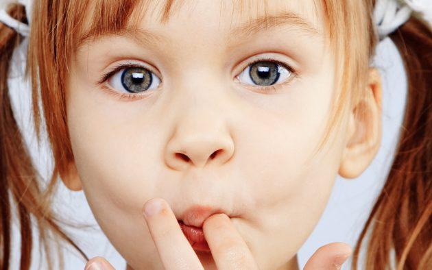 Патогенную микрофлору в полость рта могут занести немытые руки