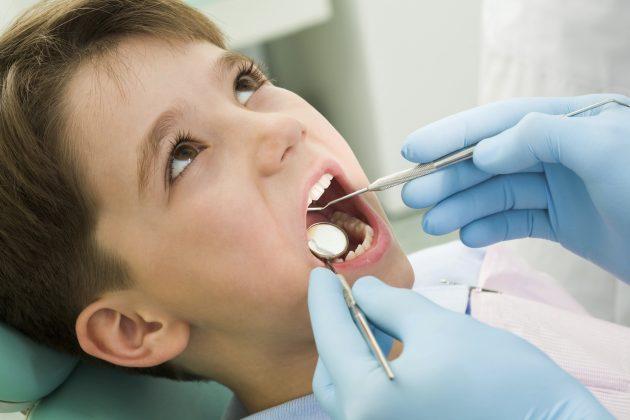При обнаружении признаков флюса у ребенка необходимо срочно обратиться к врачу