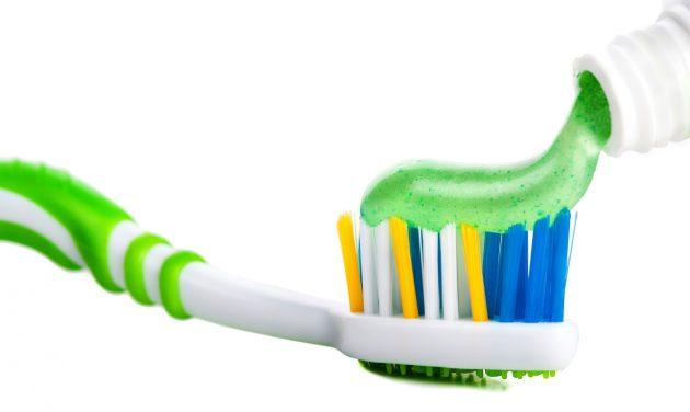 Лечебные зубные пасты Colgate имеют в составе экстракты трав и прополис