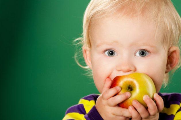 Употребление в пищу твердых фруктов и овощей - одна из мер профилактики кариеса
