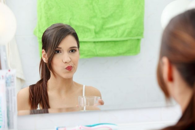 Чем полоскать рот при флюсе и после его удаления в домашних условиях?