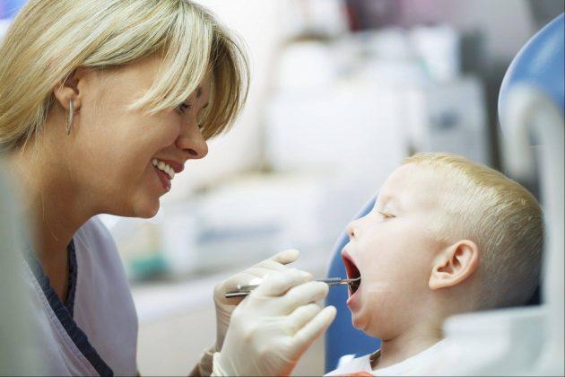 Лечение флюса на десне у детей такое же, как у взрослых