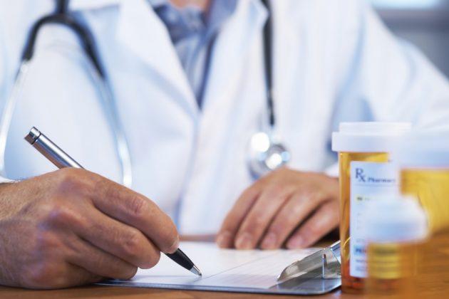 Лечением стоматита на языке нужно заниматься под контролем доктора