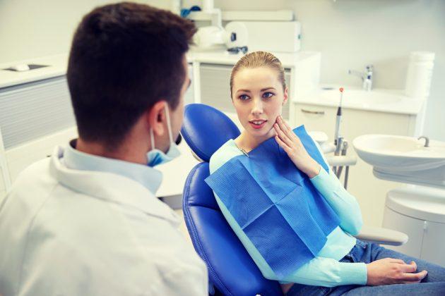 При кровоточивости десен лечение должен назначать специалист