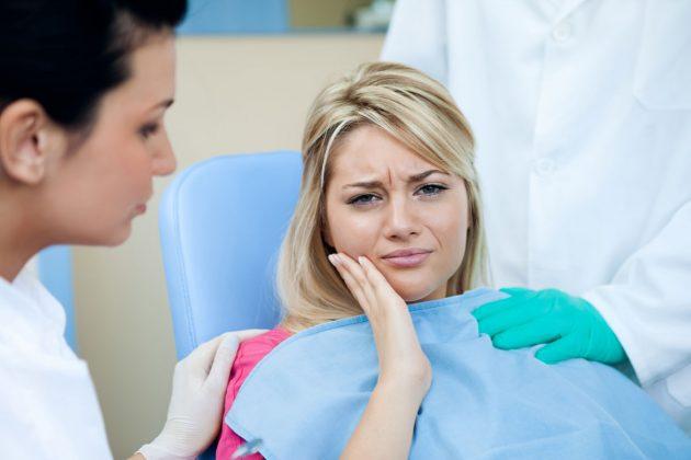 При несвоевременном лечении флюса на десне возможна хронизация процесса
