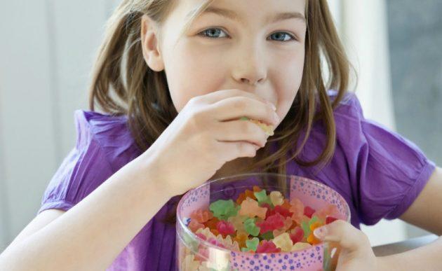 Сладости провоцируют образование зубного камня