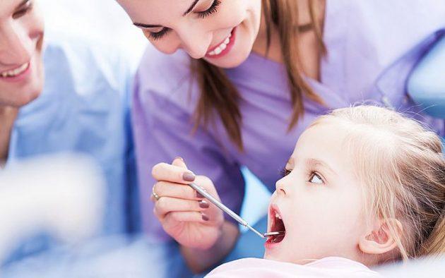 Пр неприятном запахе изо рта у ребенка нужно посетить стоматолога