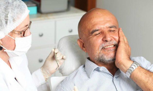 Болеть зуб под коронкой может по разным причинам
