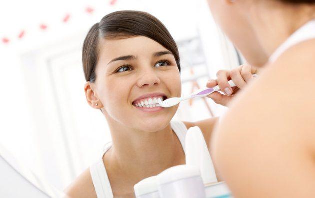 Чистка зубов с установленными люминирами