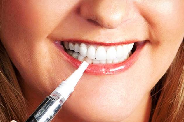 отбеливание зубов с помощью карандаша