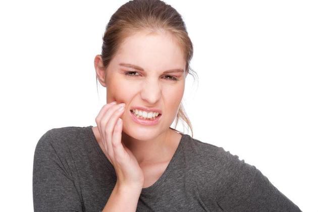 зуб мудрости растет в щеку